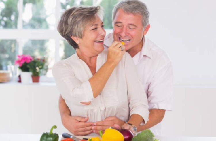 Chăm sóc dinh dưỡng bổ sung sức khỏe người lớn tuổi
