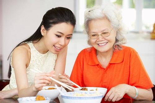 Chế độ ăn uống ít đủ chất cho người cao tuổi