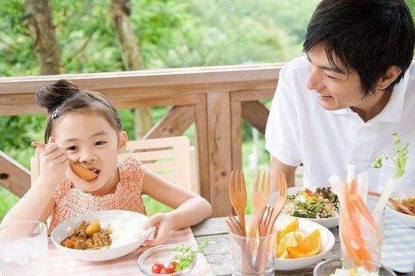 Chế độ ăn uống tốt cho sức khỏe của người bị đột quỵ