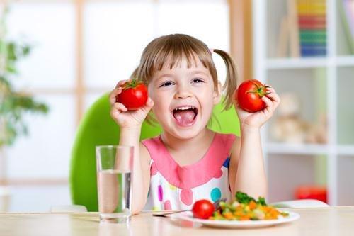 Chế độ ăn uống tốt cho hệ tiêu hóa của trẻ ngày hè
