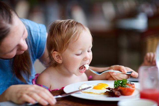 Nên cho trẻ ăn trứng như thế nào cho khoa học