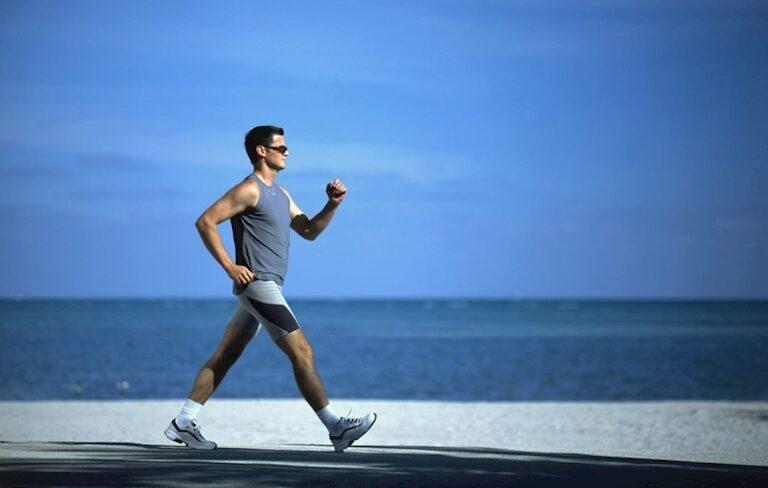 Nguy cơ chấn thương khi đi bộ sai tư thế