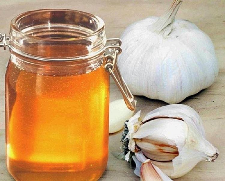 trị viêm mũi dị ứng bằng tỏi và mật ong