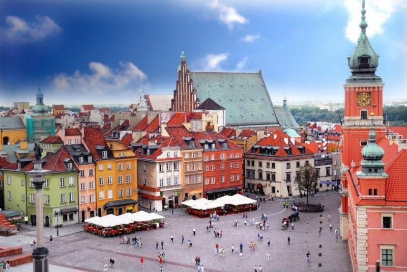 Các khu trung tâm, khu phố cổ và những lâu đài được xây dựng lại sau Thế chiến II vô cùng quyến rũ, đầy ấn tượng