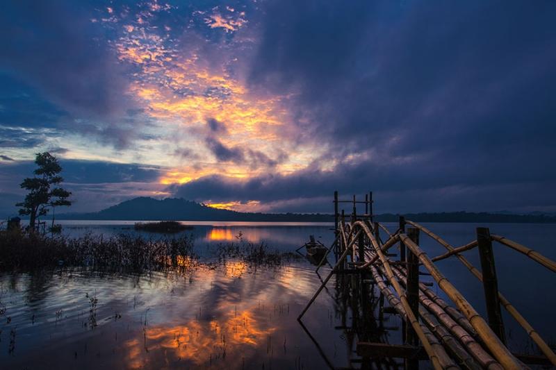 Hồ Eakao luôn nổi tiếng là hồ nước ngọt nhân tạo có cảnh quan thiên nhiên vô cùng đẹp mắt